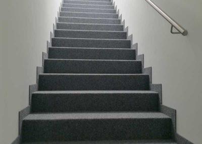 Nadelfilz auf Treppe